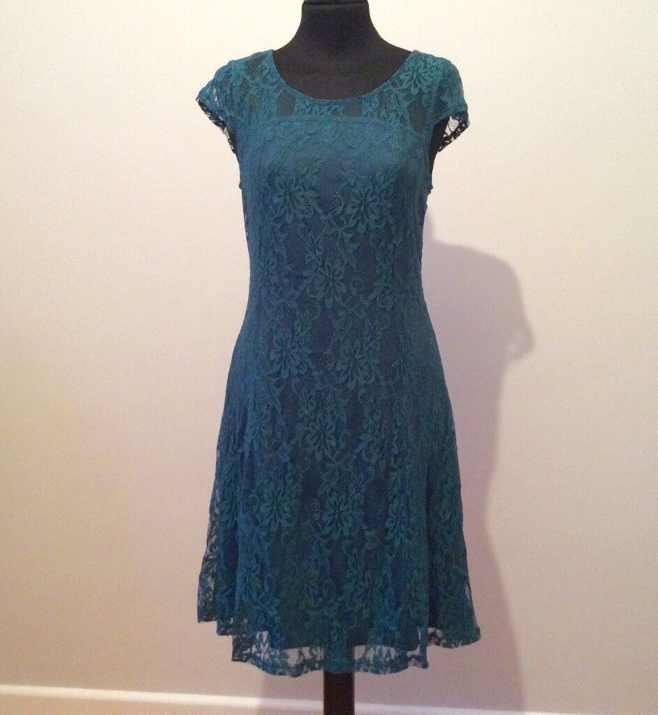 BNWT - LADIES LACE GREEN DRESS - size 8