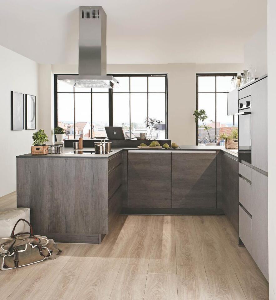 Moderne Küche mit Siemens-Geräten und Inselhaube