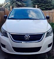 2011 VW Volkswagen Routan minivan