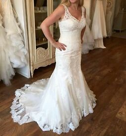 £799 OIRO Justin Alexander Wedding Dress - Size 14 - EPSOM, SURREY