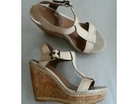 Lovely HUSH PUPPIES RENOWN Cream Leather & Cork Wedge T-Bar Sandals Size 4