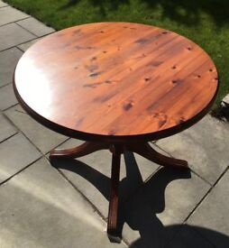 Round top pine dining table, good condition 3 foot diameter