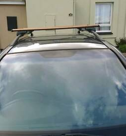 Universal fit locking roof bars