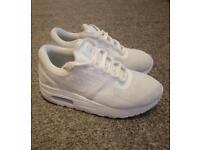 White Nike air max zero trainers