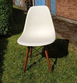 Chair by Charles Eames Style DSW - White - Display Model
