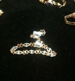 TWO TONE 9CT GOLD LINK BRACELET WITH DIAMOND