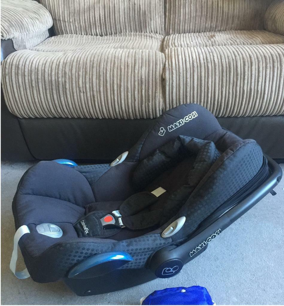 RRP £100 MAXI COSI Cabriofix CAR SEAT in GREAT Condition! Suitable from birth up to 15 months approx