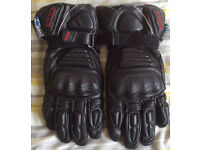 LEATHRE MOTORCYCLE GLOVES.