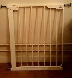 Charming BabyDan Danamic Pressure Fit Baby Safety Gate (63 69.5 Cm)