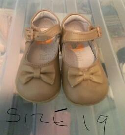 Tan bow shoes