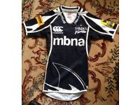 Canterbury rugby top size S . Only worn a few times. Good condition.