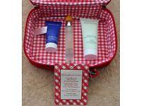 Elizabeth Arden. Skin Serum. Restoring Cream. 2 in 1 Cleanser. Cosmetic Bag.