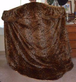 Faux fur leopard pattern robe