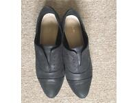 Clarks size 5 1/2 black leather smart shoes
