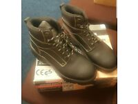 Boots size 8 new workwear