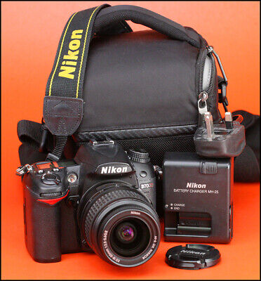 Nikon D7000 DSLR Camera & Nikon 18-55mm II Zoom Lens Kit + Charger & Battery.