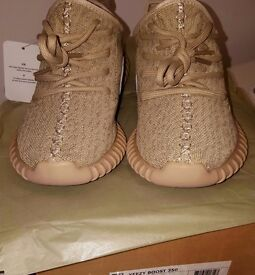 ADIDAS YEEZY BOOST 350 UK9 NEW WITH BOX AND TAGS