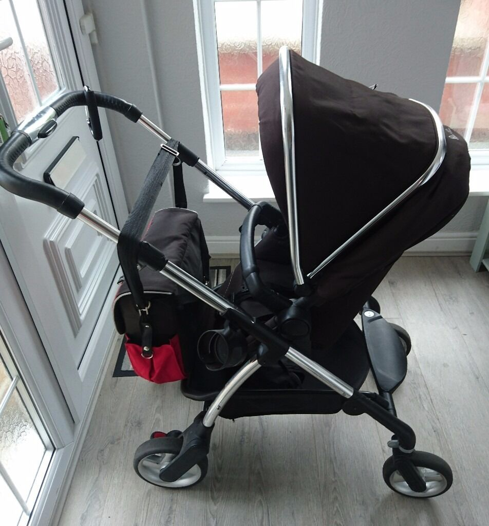 Silver cross wayfarer full travel systemin Leicester, LeicestershireGumtree - This is Silver cross wayfarer full travel system suitable from birth to todler Included in sale Chassis with large shopping basket, front swivel wheels and adjustable handle Carrycot with mattress Seat unit with 5 points harnes Hood in black Apron,...