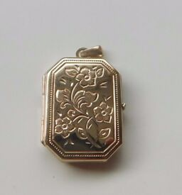 A BEAUTIFUL 9ct GOLD OCTAGONAL PATTERNED PICTURE LOCKET PENDANT