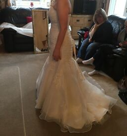 Stunning Wedding Dress - Corset Back. Size 8-12