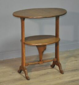 Attractive Small Vintage Oak Arts & Crafts Drop Leaf Side Folding Table