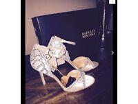 Badgley and mischka 'Roxy' ivory sandal