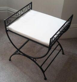 Black metal seat/stool