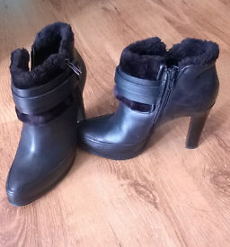 Marks and Spencer nearly new leather boots size 4 1/2