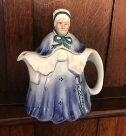 TONY WOOD STUDIO - LITTLE OLD LADY TEA POT