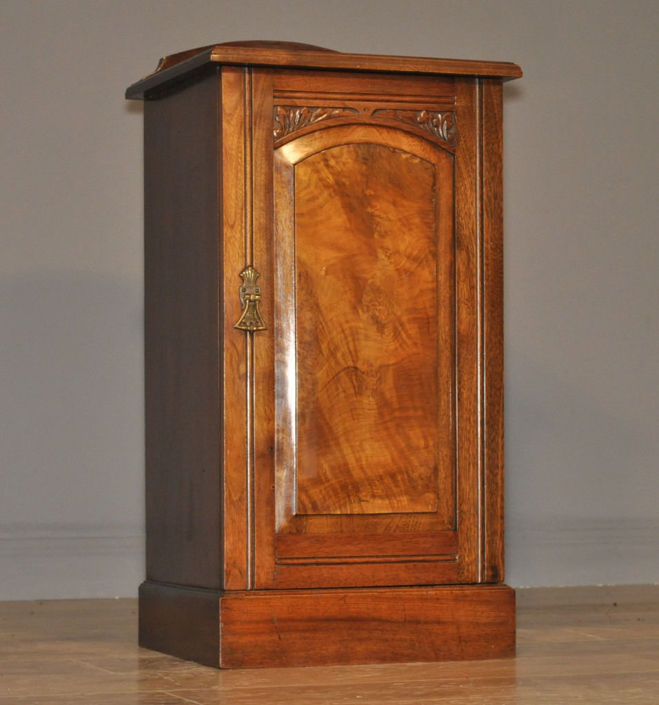 Attractive Antique Victorian Carved Walnut Bedside Side Cabinet Pot Cupboard