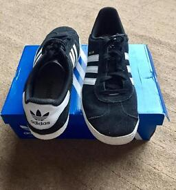 Adidas Gazelle black and white suede 39