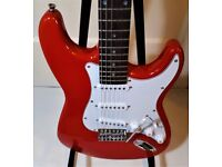 ELECTRIC GUITAR & PRACTICE AMP ROCKJAM RED STRAT COPY + MATCHING AMP IN EXCELLENT CONDITION