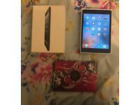 Boxed Apple iPad mini 1st Generation BUDNLE in Black 16GB WiFi