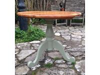 Pine, round, tilting top, pedestal table
