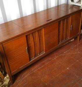 VINTAGE STEREO UNIT / 1960S / TURNTABLE / RADIO / WORKS GREAT / GORGEOUS WOOD / OAKVILLE 905 510-8720 GENUINE VINTAGE