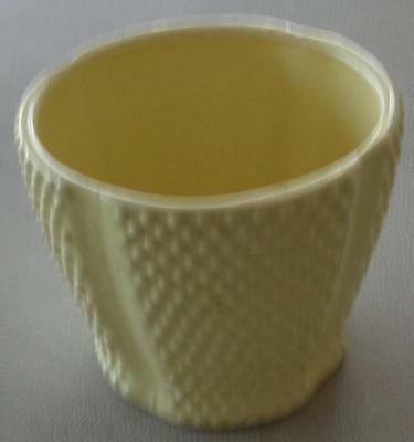 (Pretty Lemon Yellow Planter Pot - Smaller Size - Great for Indoor Flowers - VGC)