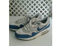 Size 5 Nike airs