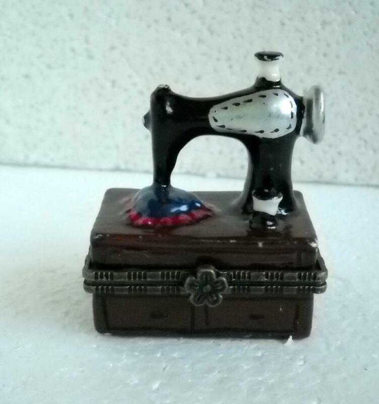 Vintage Unmarked Porcelain Trinket Box Hinged Old-Fashioned Sewing Machine Heart