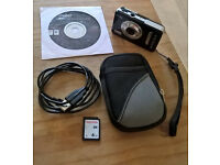 * * * Vivitar 9126 Vivicam 9.1MP in black with EXTRAS Bundle offer * * *