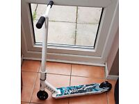 WHITE AND BLACK JAWS SCOOTER