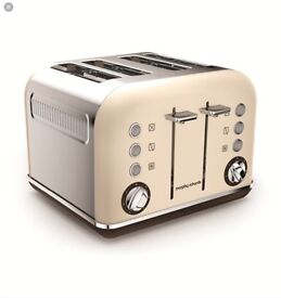 BRAND NEW still in box Morphy Richards Aceents 4 slice toaster