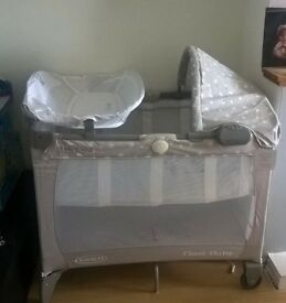 Graco classic Electra bassinet travel cot
