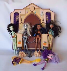 Monster High School Mansion House Playset + 5 Dolls