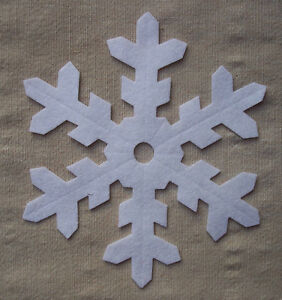 x4-FELT-LARGE-12-5cm-SNOWFLAKES-WHITE-die-cut-Christmas-decorations-appliques