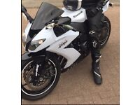 KAWASAKI NINJA ZX10R for sale, owned the bike for 8 months unfortunately moving overseas. Quick buy