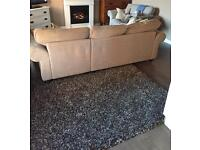 Giant Rug 160 x 230 beautiful and in great condition