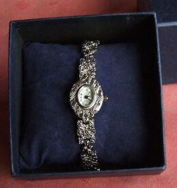 Stylish Woman's Classic Bracelet Watch - New!