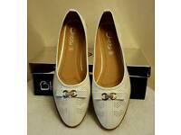 ladies white cc pumps/shoes