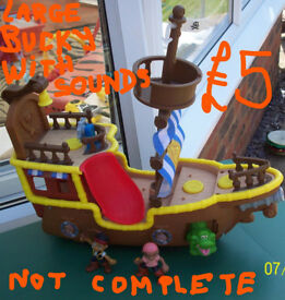 4 PIRATE SHIPS.KEENWAY.ZIZZLE,JAKE&THE NEVERLAND PIRATES +PIRATE FIGURES