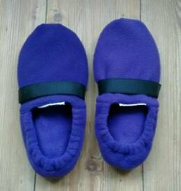 Ladies purple microwavable slippers. Size 7 to 8.5.